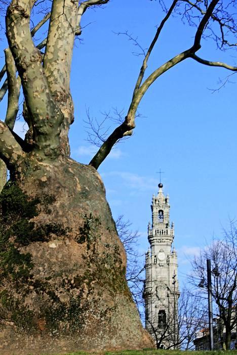 Clérigosin tornista voi nähdä koko Porton aina Atlantille saakka.