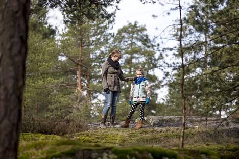 Luonto on tärkeä osa Sagan ja Evelynin arkea. –Ihmiset, jotka ovat kiinnostuneita kiintymysvanhemmuudesta, ovat kiinnostuneita myös ympäristöstä. Ehkä se on yleistä empatiaa kaikkea ja kaikkia kohtaan.