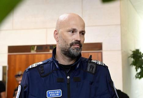 Ylikomisario Jussi Huhtela ei usko, että Yhdysvaltojen poliisivastainen ilmapiiri leviäisi Suomeen.