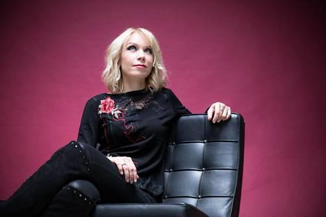 Leena Peisa on Lordi-yhtyeen entinen kosketinsoittaja. Hän käytti yhtyeessä taiteilijanimeä Awa.