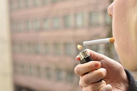 Jokavuotiseen tapaan tupakkavero nousee myös ensi vuonna.