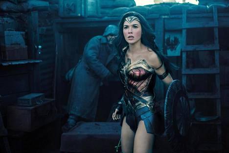 Wonder Woman -elokuvassa nähdään huomattavasti lihaksikkaampi Gadot.
