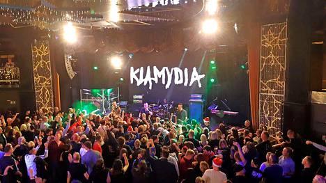 Klamydian keikka Victoria I aluksella huipentui yleisön tiiviiseen parveiluun lavan edessä.