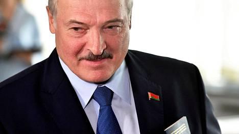 """Valko-Venäjän johtaja Aljaksandr Lukashenka kertoo tehneensä """"tärkeän päätöksen"""", josta hän tulee antamaan pian presidentin asetuksen."""