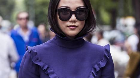 Yoyo Cao näyttää mallia tyylikkäistä röyhelöistä.