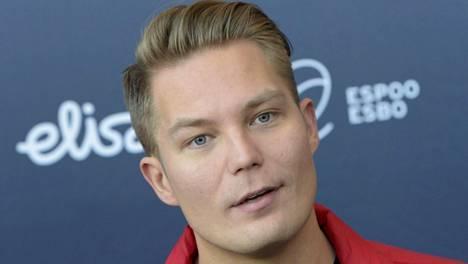 Cheek kertoi Hjallis Harkimon keskusteluohjelmassa MTV3:lla suhteestaan rahaan. Kuvassa rap-artisti Emma-ehdokkaiden julkaistamistilaisuudessa 2016.