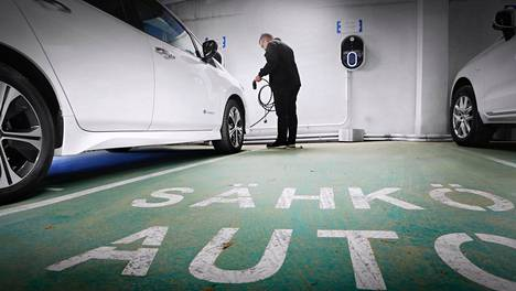 Isoakkuisen sähköauton toimintasäde on lähtökohtaisesti pieniakkuista pidempi. Asiaan vaikuttavat silti myös kyseisen automallin energiankulutus sekä ajo-olosuhteet.