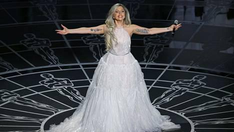 Lady Gaga esitti Oscar-gaalassa potpurin Sound of Music -musikaalin kappaleista.