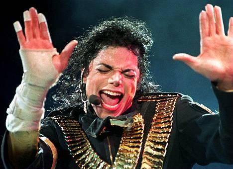 Michael Jacksonin fanittamiseen Lomas on käyttänyt elämänsä aikana yli 1,3 miljoonaa dollaria.