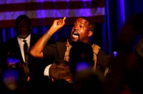 Kanye West pitämässä puhetta kannattajilleen heinäkuussa 2020. West haluaisi pyrkiä Yhdysvaltain presidentiksi.