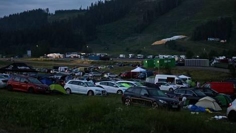 Juhannusfestivaali keräsi Himokseen päivittäin noin 5 000 juhlijaa juhannusviikonloppuna. Iltalehden mukaan epäilty rikos tapahtui Himoksen majoitusalueella.