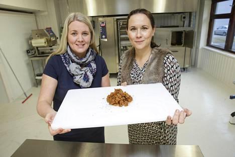 Maija Itkonen ja Reetta Kivelä ovat kehittäneet nyhtökauran.