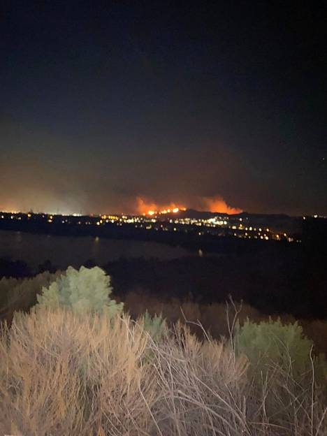Palot näkyvät kauas varsinkin pimeällä.