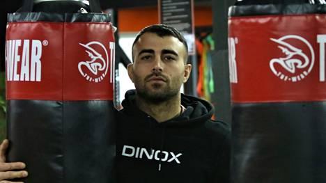 Makwan Amirkhani kuvattuna omalla treenisalillaan Raisiossa.