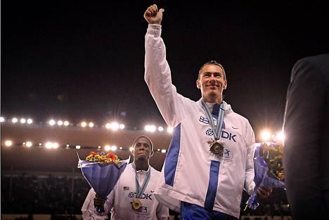 Evilän taka-alalla MM-kultaa voittanut USA:n Dwight Phillips.