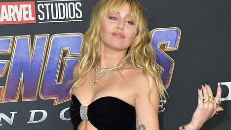 Miley Cyrus nauttii sinkkuelämästä täysillä.