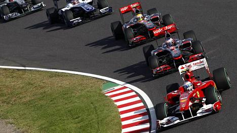 Fernando Alonso, Jenson Button ja Lewis Hamilton Suzukassa 2010.
