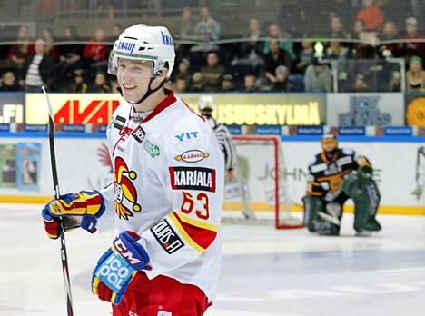 Esa Lindell Jokerien paidassa syksyllä 2013. Suomessa Lindell löi läpi Porin Ässissä.