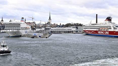 Helsinki-Tallinna-reitillä risteilymatkustajan polttoainelisämaksu on 1,80 euroa.