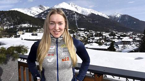 Anita Korva hiihtää Seefeldissä ensimmäisissä aikuisten MM-kisoissaan.