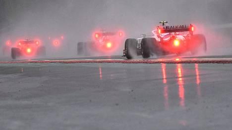Rankkasade on pilannut jo yhden F1-kisan tällä kaudella. Span radalla ajettiin farssimainen tynkäkisa.
