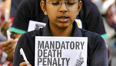 Intiassa järjestetyissä mielenosoituksissa on vaadittu joukkoraiskaajille kuolemanrangaistusta.