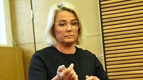 Kiinteistövälittäjä Kaisa Liski joutuu maksamaan Riihimäen kaupungille 25 900 euron sopimussakon tonttikaupan ehtojen rikkomisesta.
