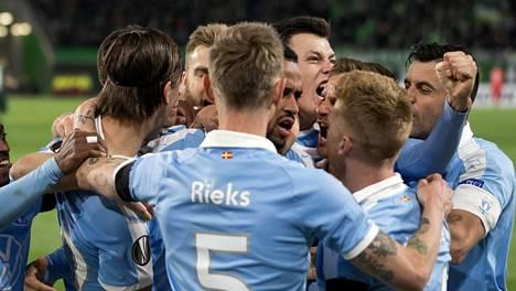 Malmö FF tuuletti maalia Eurooppa-liigassa helmikuussa. Seura ei ole täsmentänyt koronatartunnan saaneiden määrää eikä sitä, ovatko kyseessä pelaajat vai seuran muu henkilöstö.