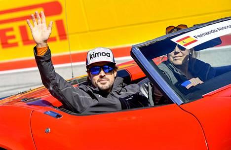 Alonso hyvästeli F1-sirkuksen kauden 2018 päätteeksi.