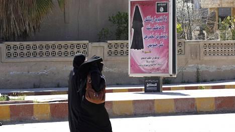 Isis rankaisee julmasti naisia, jotka eivät pukeudu kokonaan kehon peittäviin vaatteisiin.