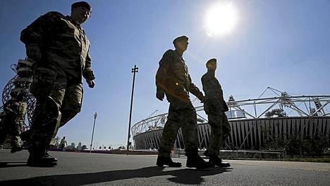 Turvatoimet Olympiapuistossa pistävät silmään.