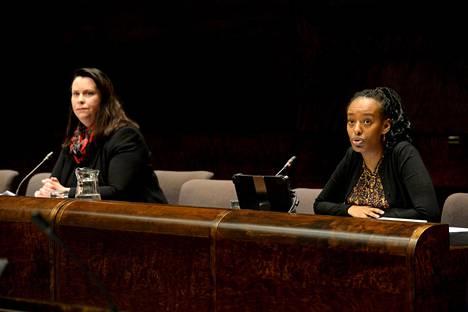 Perustuslakivaliokunnan puheenjohtaja Johanna Ojala-Niemelä (sd) sanoi, ettei Haaviston menettelyn moitittavuutta voida pitää vähäisenä, mutta syytekynnys ei ylity. Valiokunnan jäsenen Bella Forsgrénin (vihr) mukaan valiokunta ei antanut riittävästi painoarvoa ulkoministerin velvoitteelle toimia pakolaisleirillä olevien suomalaislasten auttamiseksi.