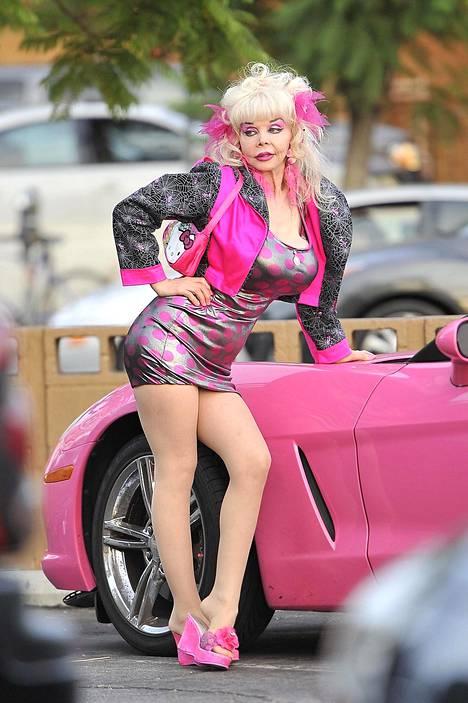 80-luvun seksisymboli taipui kuuluisaan poseeraukseen myös vuonna 2012.