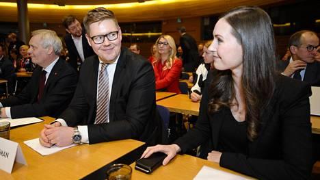 Sanna Marin (oik.) oli luottavaisin mielin ennen äänestystä uudesta pääministeristä. Hän tiesi, että hänellä oli riittävä tuki vastaehdokkaansa Antti Lindtmanin kukistamiseksi.