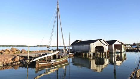 Meri on Ahvenanmaalla läsnä kaikkialla. Pienessä Maarianhaminassa merenrannalle on korkeintaan 500 metriä – joka osoitteesta.