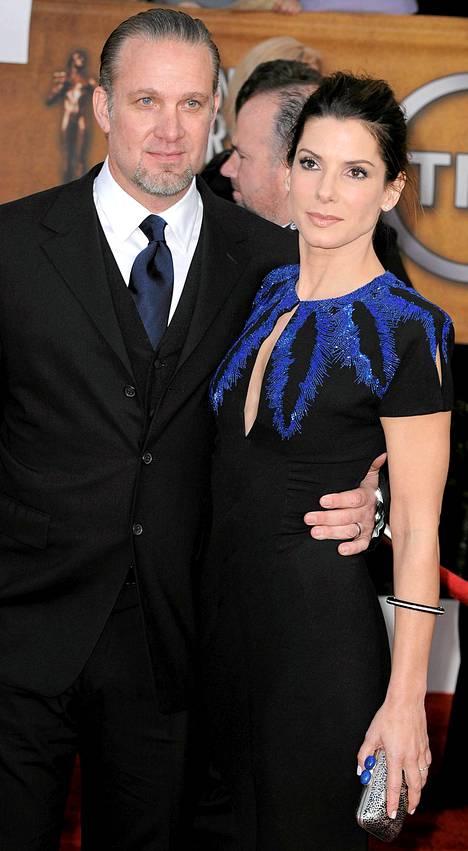 Sandra Bullock ja Jesse James.