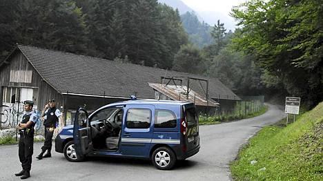 Santarmit olivat sulkeneet liikenteen surmapaikalle.
