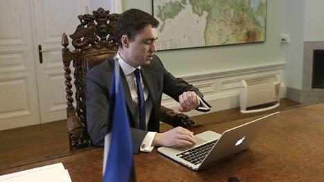 Vaaliteemoina Virossa ovat olleet turvallisuuspolitiikka ja talous. Pääministeri Taavi Rõivas.