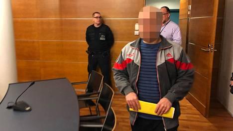 49-vuotiasta irakilaismiestä syytetään ex-vaimonsa murhan yrityksestä, pahoinpitelystä ja laittomasta uhkauksesta.