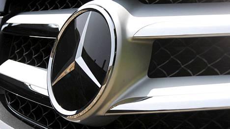 IS:n kyselyn mukaan suomalaiset luottavat automerkeistä eniten Mercedes-Benziin.