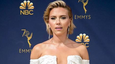 Näyttelijä Scarlett Johansson oli yksi illan upeimmista tyyliesimerkeistä.