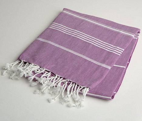 Suomalais-turkkilaisen perheyrityksen pyyhe on valmistettu Turkissa ja on sataprosenttista puuvillaa, 19,95 €, Lina Hamam / Nudge.fi