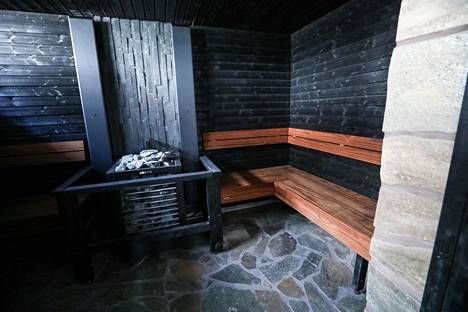 Sauna sekä poreallas edistää Mikaelin kuntoutumista.