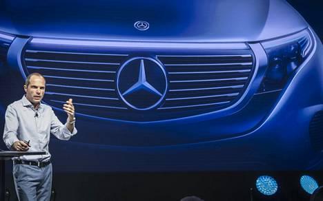 Design-johtaja Robert Lešnik sanoi, että auto tarvitsee kasvot. Siksi EQC:n keula ei näytä umpinaiselta.