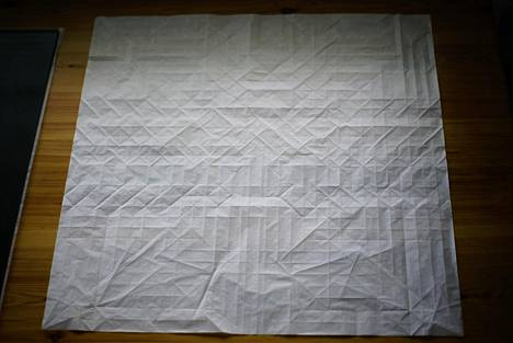 Origamien valmisteluprosessit voivat viedä useita kuukausia. Tältä Assassin-teos näytti suunnitteluvaiheessa.