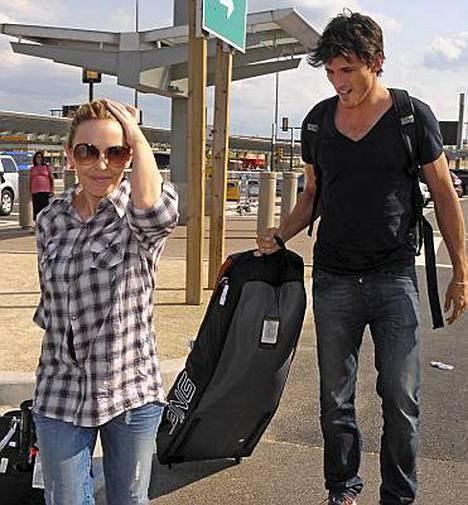 Kylie Minogue ja Andres Velencoso kuvattiin eilen saapumassa yhdessä New Yorkiin.