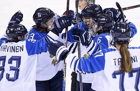 Suomi kaatoi Ruotsin puolivälierässä komeasti 7–2.