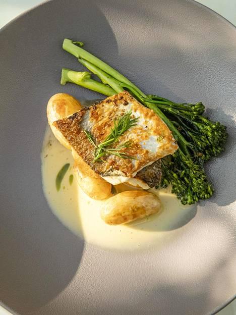 Kala-ateria on reitillä must. Köpmans-ravintolan annos hivelee silmää.