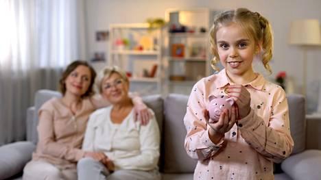 Pitääkö jälkikasvua auttaa taloudellisesti ja lastenhoidossa? Ilta-Sanomien lukijat vastaavat.
