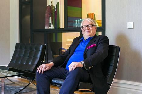 Tokmanni-kauppaketjusta tunnettu miljonääri, kauppaneuvos Kyösti Kakkonen osti Rauhalinnan.